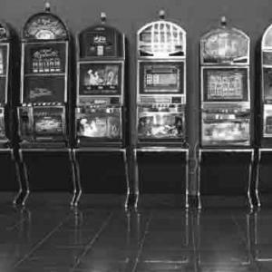Игровой автомат Resident предлагает огромное количество выигрышных комбинаций, ч